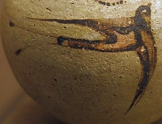 Pottery_jug_painting_swallows_1700-1650_BC,_PMTh_138_0503173x